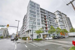"Photo 1: 702 1887 CROWE Street in Vancouver: False Creek Condo for sale in ""PINNACLE LIVING"" (Vancouver West)  : MLS®# R2161379"