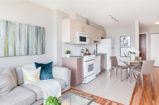 """Photo 6: 2306 550 TAYLOR Street in Vancouver: Downtown VW Condo for sale in """"THE TAYLOR"""" (Vancouver West)  : MLS®# R2213216"""