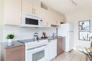 """Photo 3: 2306 550 TAYLOR Street in Vancouver: Downtown VW Condo for sale in """"THE TAYLOR"""" (Vancouver West)  : MLS®# R2213216"""