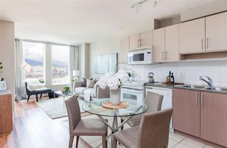 """Photo 5: 2306 550 TAYLOR Street in Vancouver: Downtown VW Condo for sale in """"THE TAYLOR"""" (Vancouver West)  : MLS®# R2213216"""
