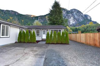 Photo 3: 38028 GUILFORD Drive in Squamish: Valleycliffe House for sale : MLS®# R2217229
