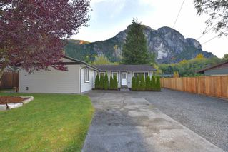 Photo 2: 38028 GUILFORD Drive in Squamish: Valleycliffe House for sale : MLS®# R2217229