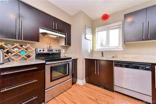 Photo 4: 402 2710 Grosvenor Road in VICTORIA: Vi Oaklands Condo Apartment for sale (Victoria)  : MLS®# 388412
