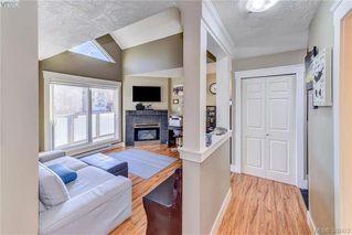 Photo 9: 402 2710 Grosvenor Road in VICTORIA: Vi Oaklands Condo Apartment for sale (Victoria)  : MLS®# 388412