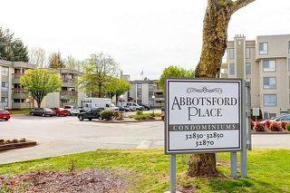 """Photo 1: 120 32850 GEORGE FERGUSON Way in Abbotsford: Central Abbotsford Condo for sale in """"Abbotsford Place"""" : MLS®# R2262749"""