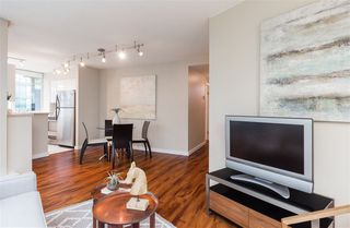 "Photo 4: 706 555 JERVIS Street in Vancouver: Coal Harbour Condo for sale in ""Harbourside Park"" (Vancouver West)  : MLS®# R2307295"