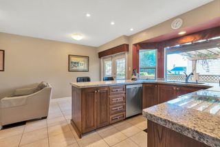 Photo 2: 15578 ROPER Avenue: White Rock House for sale (South Surrey White Rock)  : MLS®# R2332642