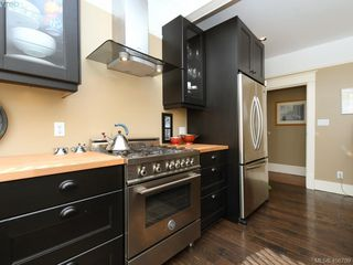 Photo 10: 810 Russell Street in VICTORIA: VW Victoria West Single Family Detached for sale (Victoria West)  : MLS®# 406709