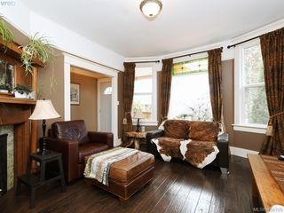 Photo 3: 810 Russell Street in VICTORIA: VW Victoria West Single Family Detached for sale (Victoria West)  : MLS®# 406709