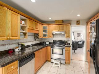 Photo 3: 5452 MANOR Street in Burnaby: Central BN 1/2 Duplex for sale (Burnaby North)  : MLS®# R2358736
