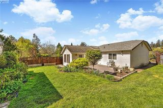 Photo 2: 2819 Rockwell Avenue in VICTORIA: SW Gorge Single Family Detached for sale (Saanich West)  : MLS®# 408571