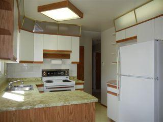 Photo 6: 16701 94 Avenue in Edmonton: Zone 22 House for sale : MLS®# E4153996