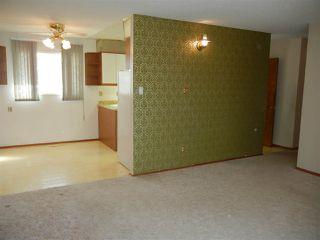 Photo 4: 16701 94 Avenue in Edmonton: Zone 22 House for sale : MLS®# E4153996