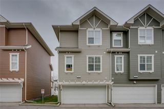 Photo 2: 55 Toscana Garden NW in Calgary: Tuscany Row/Townhouse for sale : MLS®# C4243908