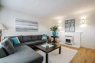 Photo 3: 2645 TRIUMPH Street in Vancouver: Hastings Sunrise House for sale (Vancouver East)  : MLS®# R2381550