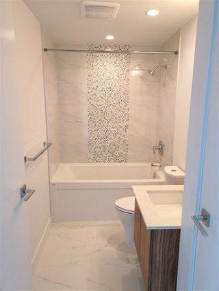Photo 7: 3707 1283 HOWE Street in Vancouver: Downtown VW Condo for sale (Vancouver West)  : MLS®# R2384210
