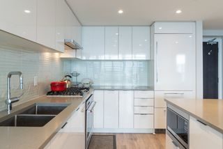 """Photo 4: 3105 6638 DUNBLANE Avenue in Burnaby: Metrotown Condo for sale in """"MIDORI"""" (Burnaby South)  : MLS®# R2384420"""