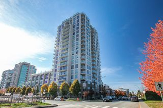 Photo 1: 315 135 E 17TH Street in North Vancouver: Central Lonsdale Condo for sale : MLS®# R2416397