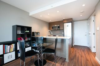 Photo 4: 315 135 E 17TH Street in North Vancouver: Central Lonsdale Condo for sale : MLS®# R2416397
