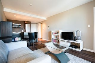 Photo 3: 315 135 E 17TH Street in North Vancouver: Central Lonsdale Condo for sale : MLS®# R2416397