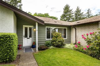 Photo 2: 37 278 Island Hwy in : VR View Royal Row/Townhouse for sale (View Royal)  : MLS®# 850423