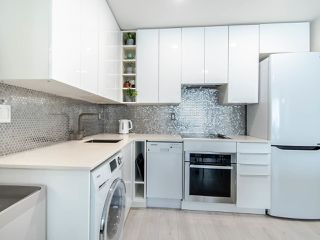 """Photo 3: 302 189 ONTARIO Place in Vancouver: Main Condo for sale in """"Mayfair"""" (Vancouver East)  : MLS®# R2497347"""