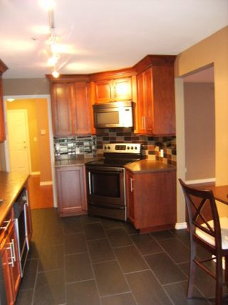 "Photo 10: 105 15375 17TH Avenue in Surrey: King George Corridor Condo for sale in ""CARMEL PLACE"" (South Surrey White Rock)  : MLS®# F1127859"