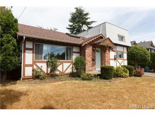 Photo 2: 994 McBriar Avenue in VICTORIA: SE Lake Hill Single Family Detached for sale (Saanich East)  : MLS®# 354017