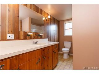 Photo 10: 994 McBriar Avenue in VICTORIA: SE Lake Hill Single Family Detached for sale (Saanich East)  : MLS®# 354017