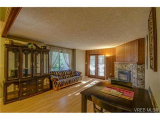 Photo 5: 803 Cecil Blogg Dr in VICTORIA: Co Triangle House for sale (Colwood)  : MLS®# 711979