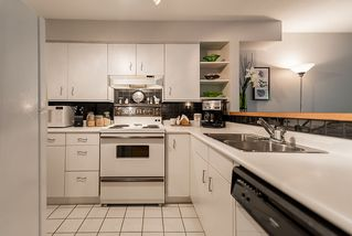 "Photo 13: 202 1665 ARBUTUS Street in Vancouver: Kitsilano Condo for sale in ""THE BEACHES"" (Vancouver West)  : MLS®# R2094713"