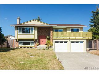 Photo 1: 600 Ridgegrove Avenue in VICTORIA: SW Northridge Single Family Detached for sale (Saanich West)  : MLS®# 369366