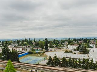"""Photo 14: 1402 6595 BONSOR Avenue in Burnaby: Metrotown Condo for sale in """"Bonsor Ave. Place"""" (Burnaby South)  : MLS®# R2105863"""