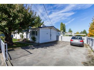 Photo 3: 13335 80 Avenue in Surrey: Queen Mary Park Surrey House for sale : MLS®# R2165101