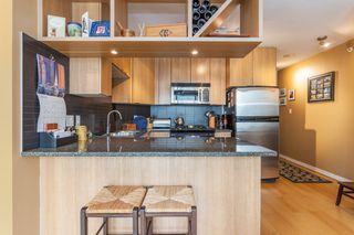 "Photo 4: 1604 1010 RICHARDS Street in Vancouver: Yaletown Condo for sale in ""The Gallery"" (Vancouver West)  : MLS®# R2204438"