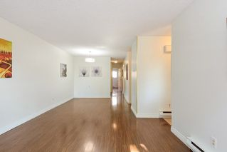 Photo 5: 10590 HOLLY PARK Lane in Surrey: Guildford Townhouse for sale (North Surrey)  : MLS®# R2296669