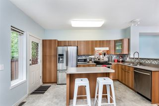 """Photo 10: 101 2000 PANORAMA Drive in Port Moody: Heritage Woods PM Townhouse for sale in """"MOUNTAINS EDGE"""" : MLS®# R2309703"""