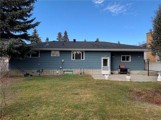 Photo 3: 10540 MAPLERIDGE Crescent SE in Calgary: Maple Ridge Detached for sale : MLS®# C4218427