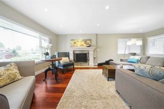 Photo 3: 556 W 21ST Street in North Vancouver: Central Lonsdale House for sale : MLS®# R2362875