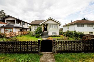 Main Photo: 233 E 22ND Street in North Vancouver: Central Lonsdale House for sale : MLS®# R2375919