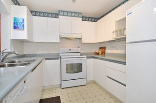"""Photo 8: 406 2960 PRINCESS Crescent in Coquitlam: Canyon Springs Condo for sale in """"THE JEFFERSON"""" : MLS®# R2383661"""