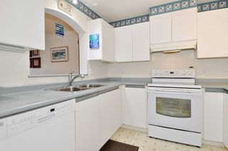 "Photo 9: 406 2960 PRINCESS Crescent in Coquitlam: Canyon Springs Condo for sale in ""THE JEFFERSON"" : MLS®# R2383661"