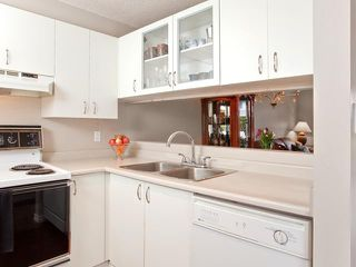"""Photo 6: 106 876 W 14TH Avenue in Vancouver: Fairview VW Condo for sale in """"WINDGATE LAUREL"""" (Vancouver West)  : MLS®# V878341"""