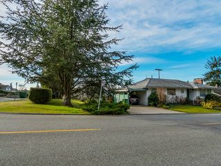 Photo 2: 925 HANDSWORTH Road in North Vancouver: Forest Hills NV House for sale : MLS®# V1110371