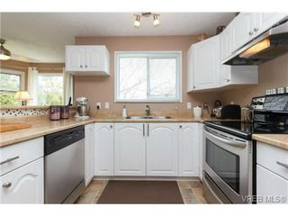 Photo 6: 1279 Lidgate Crt in VICTORIA: SW Strawberry Vale House for sale (Saanich West)  : MLS®# 704635