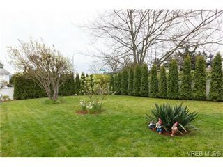 Photo 17: 1279 Lidgate Crt in VICTORIA: SW Strawberry Vale House for sale (Saanich West)  : MLS®# 704635