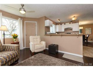 Photo 8: 1279 Lidgate Crt in VICTORIA: SW Strawberry Vale House for sale (Saanich West)  : MLS®# 704635