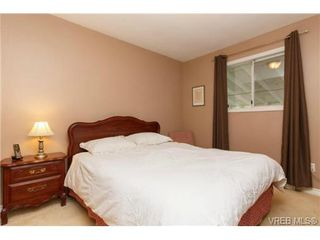 Photo 13: 1279 Lidgate Crt in VICTORIA: SW Strawberry Vale House for sale (Saanich West)  : MLS®# 704635