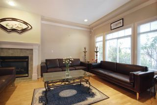 Photo 2: 8393 NO 2 Road in Richmond: Lackner House 1/2 Duplex for sale : MLS®# R2037438