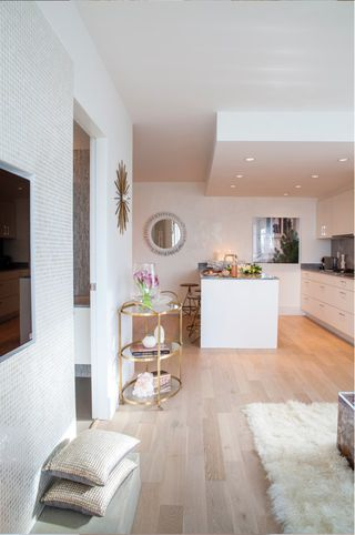 """Photo 3: 1001 728 W 8TH Avenue in Vancouver: Fairview VW Condo for sale in """"700 WEST 8TH"""" (Vancouver West)  : MLS®# R2059033"""
